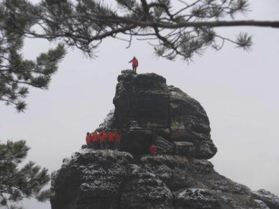 Bergfinken auf der Großen Hunskirche zum Filmdreh