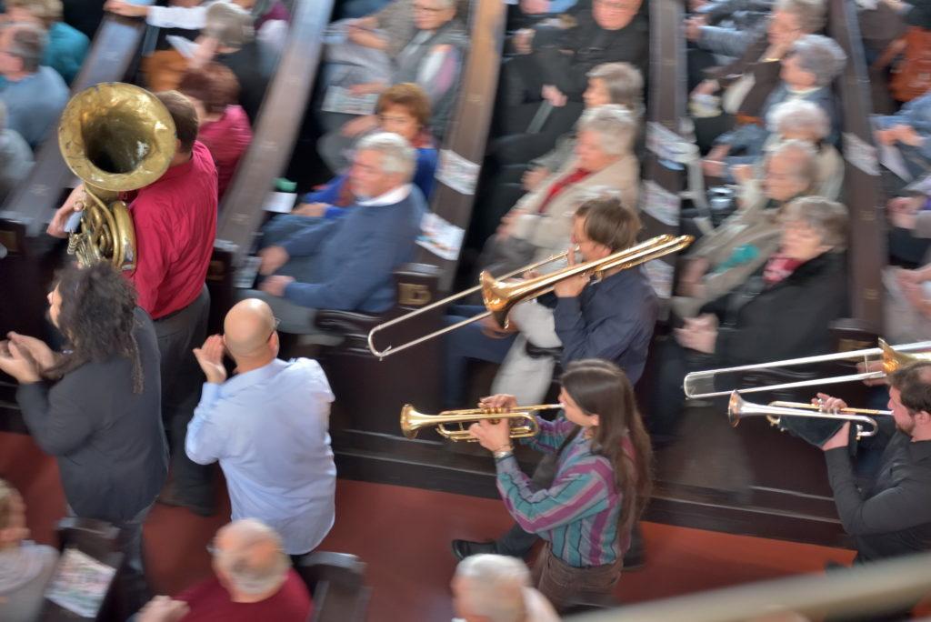 Einmarsch - Weihnachtskonzert der Bergfinken in der Annenkirche mit Banda Internationale; Dresden, 08. 12. 2018 (Foto: LyBer)
